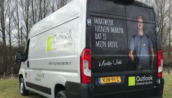 Outlook groen projecten autoreclame bus achterkant