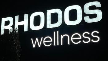Rhodos wellness gevelreclame verlicht