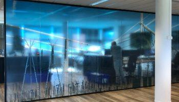 indoor signing - glaswand omexom - van dijk signmakers