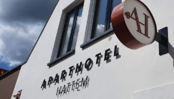 outdoor signing lichtbak + letters - aparthotel